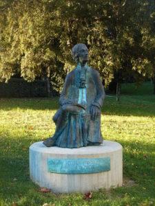 Da Ponte; statua a Ceneda, a commento del testo sull'arianizzazione delle opere di Mozart